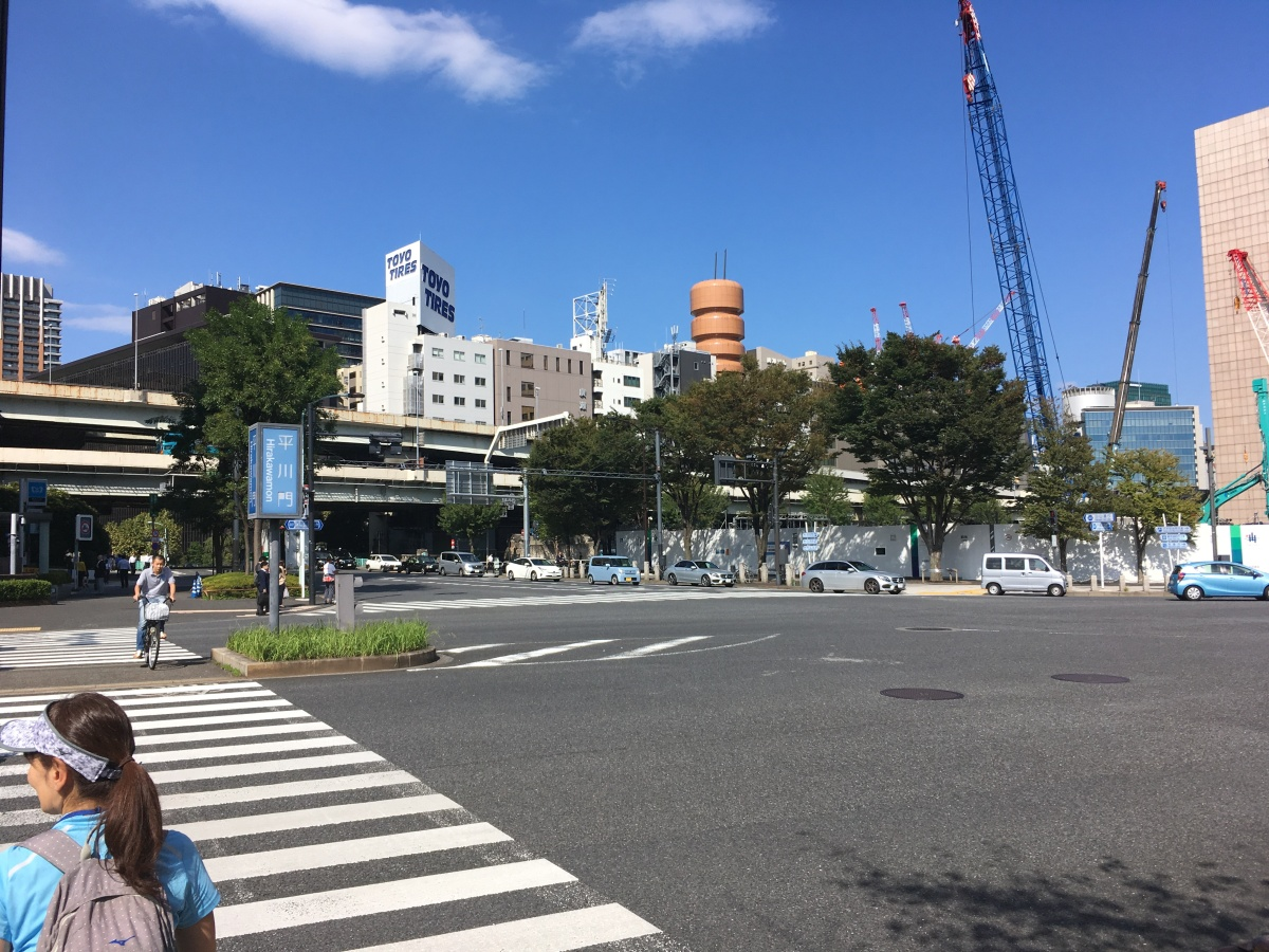 平川門前交差点